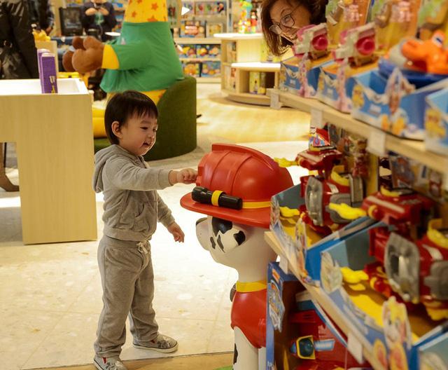 Mánh để các nhà sản xuất đồ chơi kiếm bộn tiền từ khách hàng - Ảnh 1.