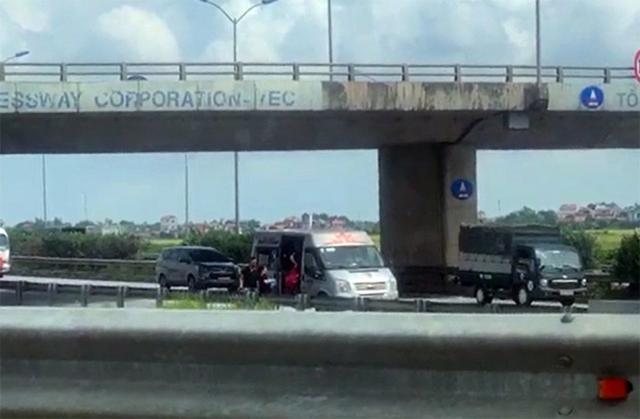 Phạt hơn 30 triệu đồng tài xế xe khách đánh võng chèn ép xe cảnh sát trên cao tốc  - Ảnh 1.