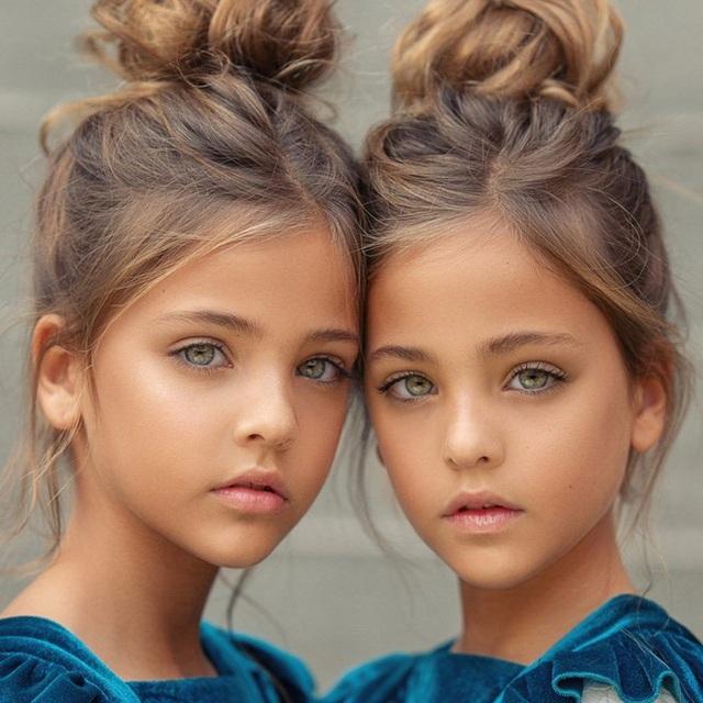 Cặp song sinh được mệnh danh đẹp nhất thế giới, 6 tháng tuổi đã nhận hợp đồng quảng cáo có ngoại hình thay đổi ra sao sau 10 năm? - Ảnh 11.