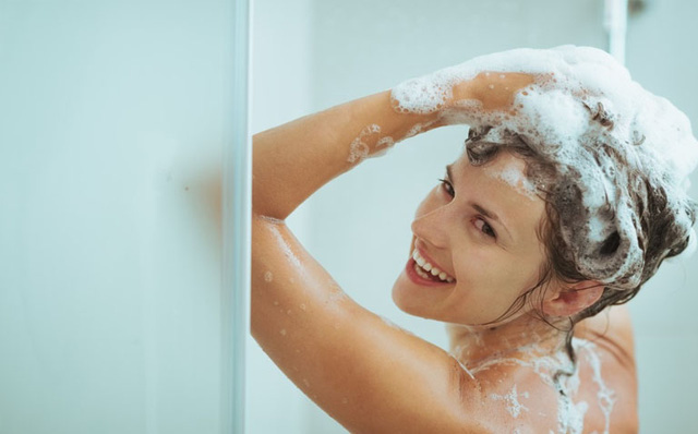 Khi đi tắm, chúng ta nên gội đầu hay cọ rửa cơ thể trước mới ĐÚNG NHẤT? Câu hỏi tưởng vô nghĩa nhưng lại quyết định cực lớn đến sức khỏe của bạn - Ảnh 4.