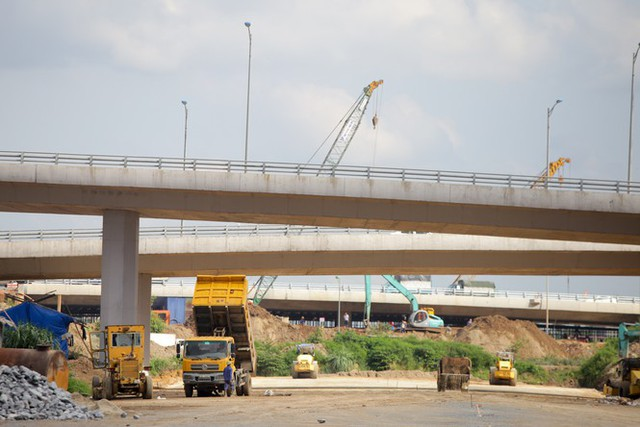 Toàn cảnh đại công trường 402 tỷ đồng nối vành đai 3 với cao tốc Hà Nội - Hải Phòng - Ảnh 7.