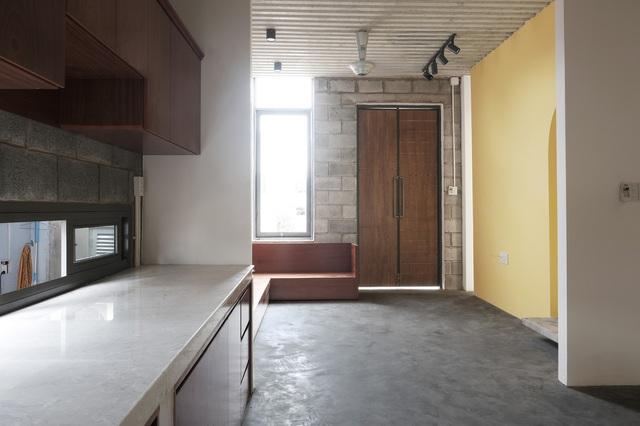 Nhà 2 tầng ở Bình Dương thiết kế sử dụng khoảng 20 năm với chi phí chưa tới 500 triệu đồng - Ảnh 2.