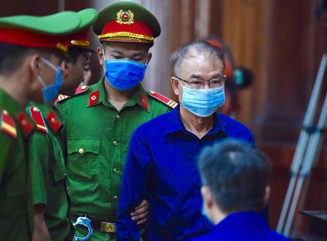 Ông Nguyễn Thành Tài tiều tuỵ hầu toà vụ gây thất thoát 1.927 tỷ đồng - Ảnh 2.