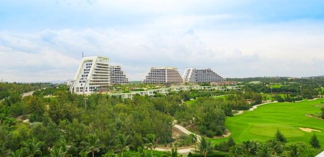 FLC sắp khánh thành khách sạn dài gần 1km, quy mô 1.500 phòng tại bãi biển Quy Nhơn - Ảnh 1.