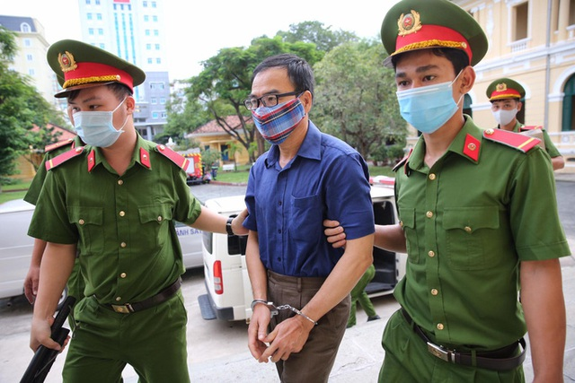 Hình ảnh ông Nguyễn Thành Tài và bà chủ Công ty Hoa Tháng Năm ở phiên tòa sáng 17-9  - Ảnh 1.