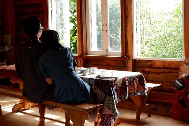 Những mẩu chuyện chưa kể của đôi vợ chồng trẻ bỏ phố về rừng: Không phải ai sinh ra cũng để trồng rau, nuôi cá - Ảnh 12.