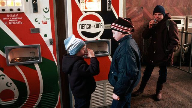Pepsi vs Coca: Cuộc chiến tại Liên Xô và câu chuyện đổi tàu ngầm lấy nước ngọt  - Ảnh 3.