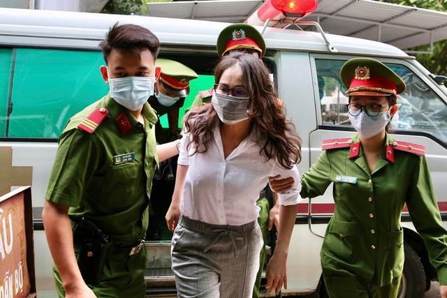 Hình ảnh ông Nguyễn Thành Tài và bà chủ Công ty Hoa Tháng Năm ở phiên tòa sáng 17-9  - Ảnh 4.