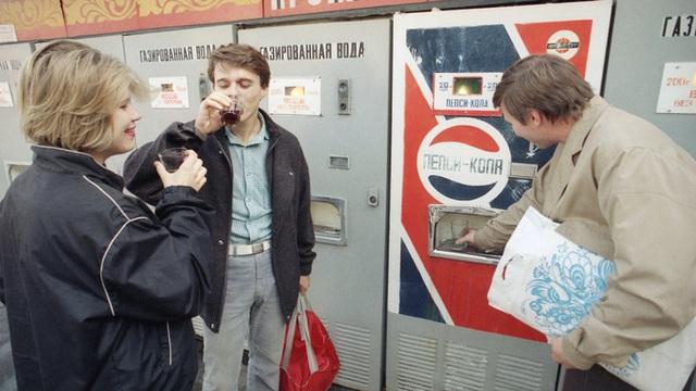 Pepsi vs Coca: Cuộc chiến tại Liên Xô và câu chuyện đổi tàu ngầm lấy nước ngọt  - Ảnh 6.