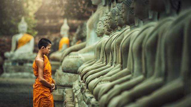 Vô tình làm nứt tượng Phật, ngày hôm sau tất cả mọi người không tin vào mắt mình: Nhân sinh vốn không hoàn hảo, khổ đau chính là món quà cho kẻ khôn ngoan - Ảnh 1.