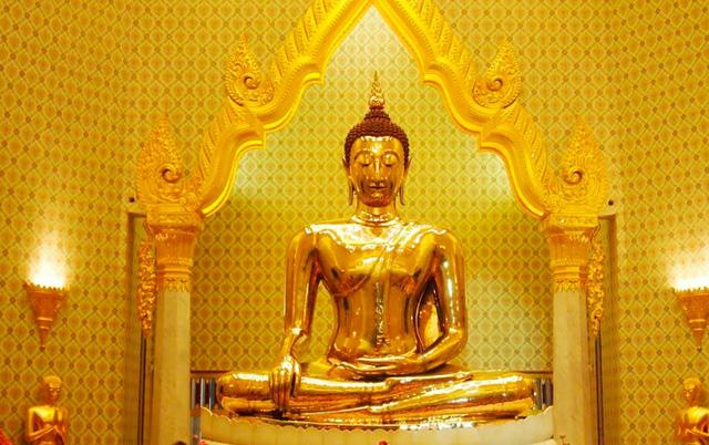 Vô tình làm nứt tượng Phật, ngày hôm sau tất cả mọi người không tin vào mắt mình: Nhân sinh vốn không hoàn hảo, khổ đau chính là món quà cho kẻ khôn ngoan - Ảnh 2.