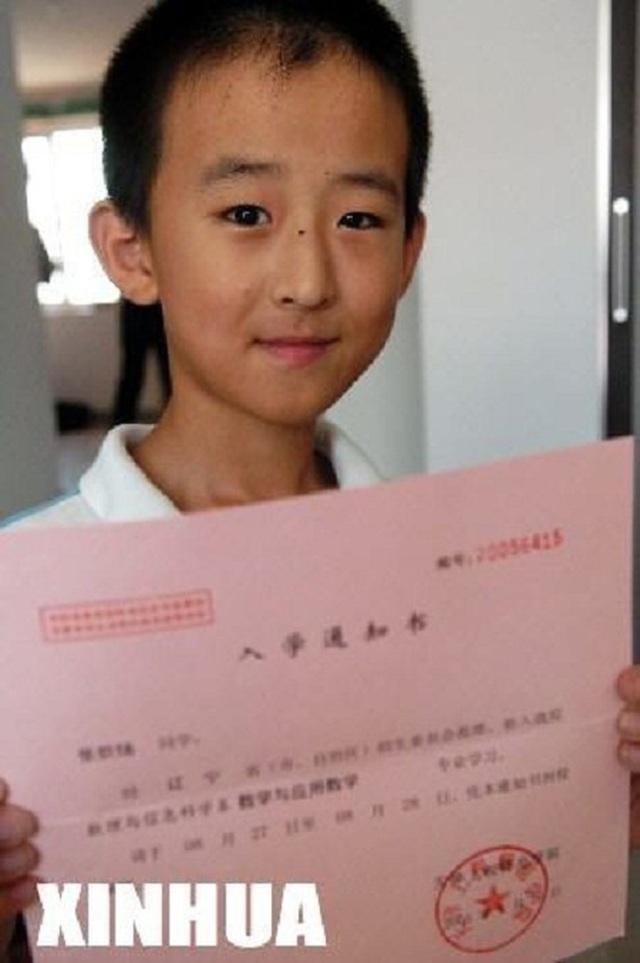 Cậu bé 16 tuổi trở thành Tiến sĩ trẻ nhất nước nhưng bị tất cả chỉ trích, 8 năm sau ai cũng giật mình quay ngoắt thái độ - Ảnh 2.