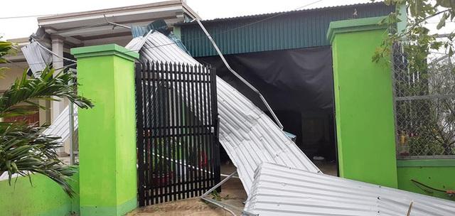 Sau bão, nhiều hộ dân vẫn bị cô lập trong biển nước, cột viễn thông cao cả trăm mét bị xô đổ - Ảnh 19.