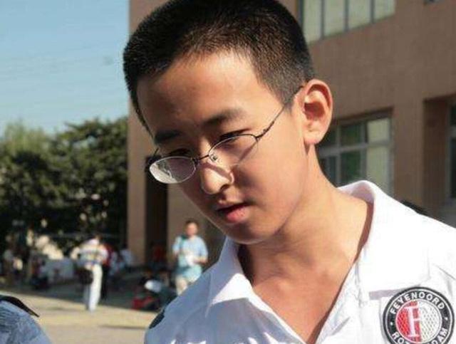 Cậu bé 16 tuổi trở thành Tiến sĩ trẻ nhất nước nhưng bị tất cả chỉ trích, 8 năm sau ai cũng giật mình quay ngoắt thái độ - Ảnh 3.