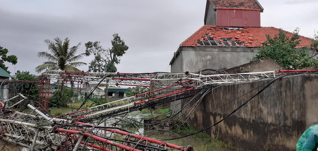 Sau bão, nhiều hộ dân vẫn bị cô lập trong biển nước, cột viễn thông cao cả trăm mét bị xô đổ - Ảnh 6.
