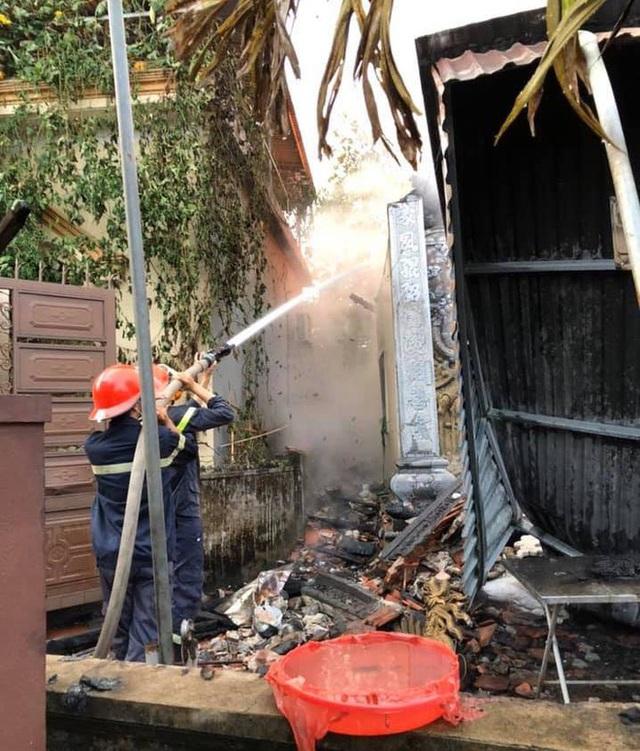 Nghi vấn thắp hương cúng rằm tháng 7 làm cháy rụi nhà thờ họ bằng gỗ - Ảnh 2.