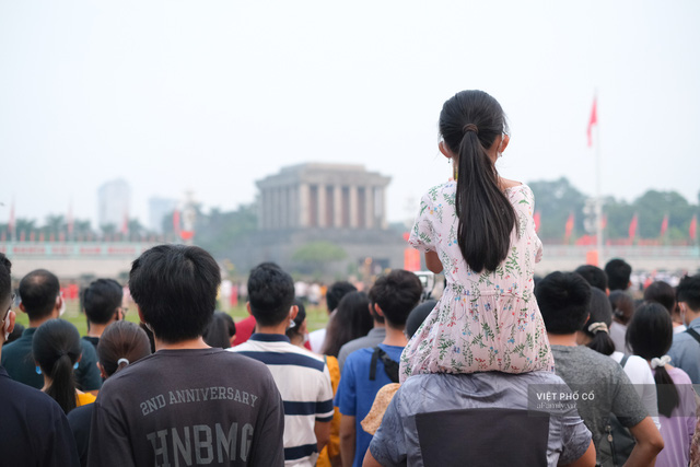Chùm ảnh: Đường phố rợp sắc đỏ Quốc kỳ, người dân thư thả đón Quốc khánh trong lòng một Hà Nội khác lạ - Ảnh 2.