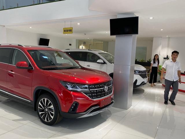 Ôtô Trung Quốc giảm giá mạnh, lôi kéo khách hàng  - Ảnh 1.