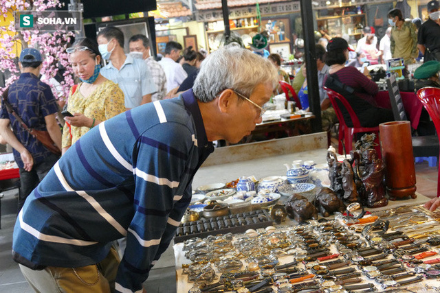 Hàng xách tay từ nước ngoài bị ngưng trệ, dân buôn ở chợ đồ cổ nổi tiếng bậc nhất Sài Gòn đói hàng - Ảnh 1.