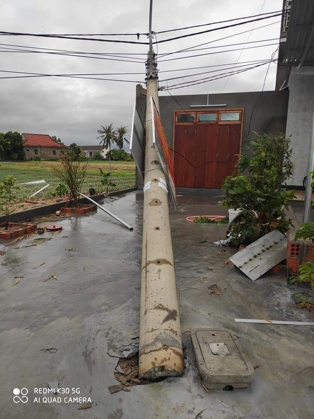 Hơn 400 cột điện đổ la liệt sau bão số 5: Tạm dừng sử dụng cột dự ứng lực - Ảnh 4.