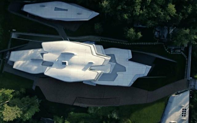 Ngắm dinh thự 140 triệu USD mô phỏng tàu vũ trụcủa tỷ phú Nga - Ảnh 10.