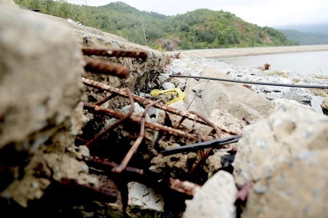 Đê chắn sóng 300 tỷ ở Hà Tĩnh sạt lở, đứt gãy sau bão số 5 - Ảnh 4.