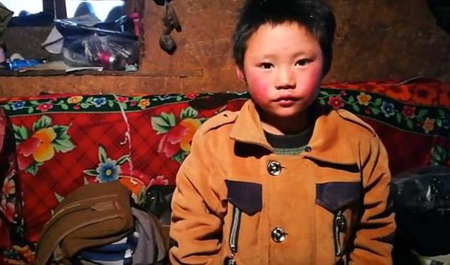 Cậu bé băng giá khốn khổ, đầu đội mưa tuyết trắng xóa đi bộ đến trường lay động MXH ngày trước bây giờ có cuộc sống ra sao? - Ảnh 4.