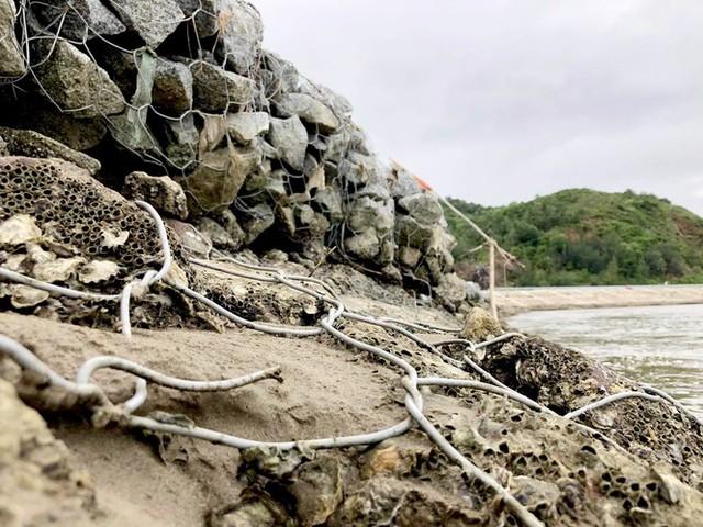 Đê chắn sóng 300 tỷ ở Hà Tĩnh sạt lở, đứt gãy sau bão số 5 - Ảnh 7.