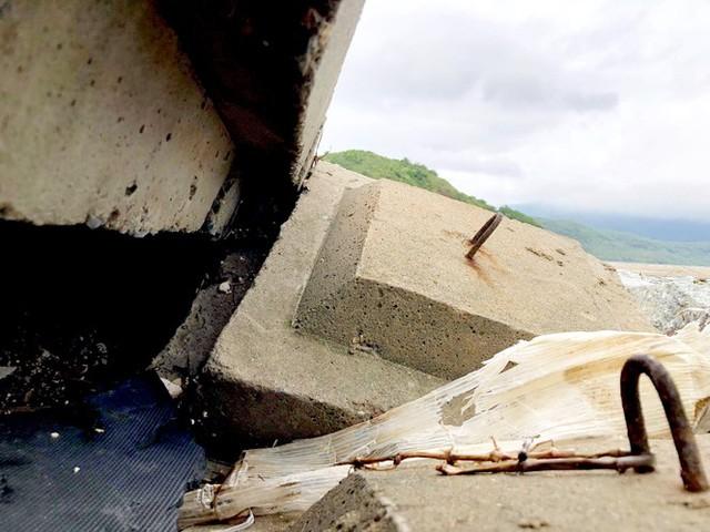 Đê chắn sóng 300 tỷ ở Hà Tĩnh sạt lở, đứt gãy sau bão số 5 - Ảnh 8.