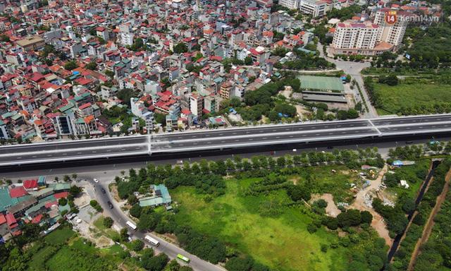 Cận cảnh cầu cạn Mai Dịch - Nam Thăng Long đã rải nhựa xong chờ ngày thông xe - Ảnh 9.