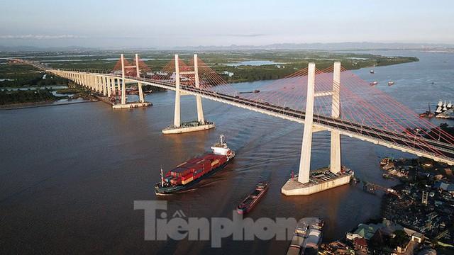 Ngắm cây cầu được ví là đòn bẩy phát triển kinh tế Quảng Ninh - Ảnh 1.
