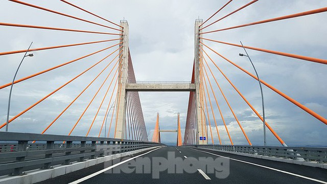 Ngắm cây cầu được ví là đòn bẩy phát triển kinh tế Quảng Ninh - Ảnh 8.