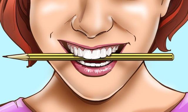 Ngậm 1 cây bút chì ngang miệng có thể khiến bạn hạnh phúc hơn, hóa ra nguyên nhân lại đơn giản đến thế - Ảnh 2.