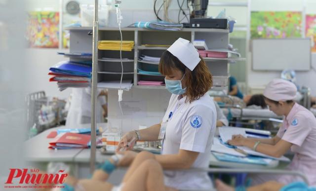 Các bệnh viện nóng vì nguy cơ hết thuốc trị co giật cho trẻ em - Ảnh 3.