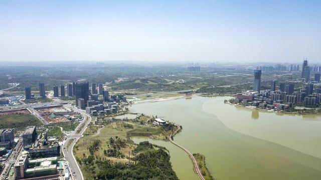 Trung Quốc: Nỗ lực san phẳng nông thôn, trang trại để xây khu đô thị xanh nhưng người dân vẫn không đến ở  - Ảnh 2.