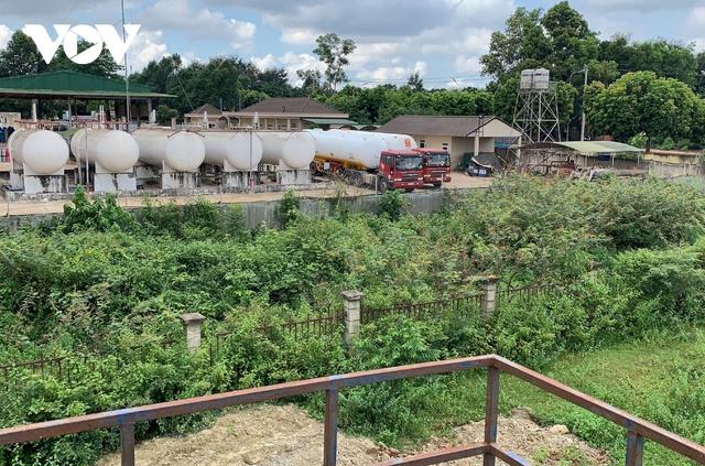 Ảnh: Khu xử lý nước thải hàng chục tỷ chỉ còn là đống hoang tàn, ô nhiễm tràn lan - Ảnh 1.