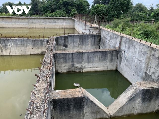 Ảnh: Khu xử lý nước thải hàng chục tỷ chỉ còn là đống hoang tàn, ô nhiễm tràn lan - Ảnh 11.