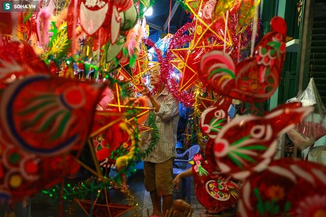 [Ảnh] Người dân chen chân check-in ở phố đèn lồng Sài Gòn trước Trung thu - Ảnh 14.