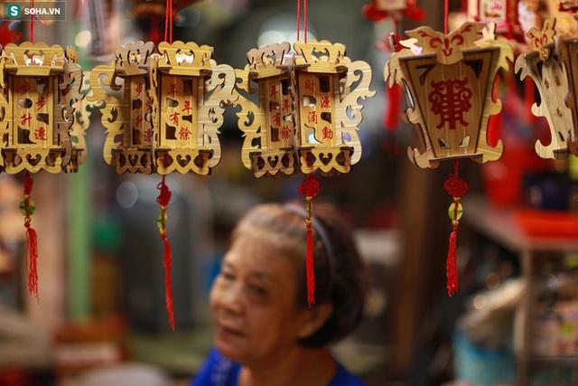 [Ảnh] Người dân chen chân check-in ở phố đèn lồng Sài Gòn trước Trung thu - Ảnh 6.
