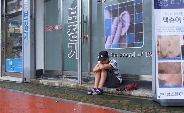 Bị bạn bè tẩy chay vì nhà nghèo, bé trai 14 tuổi vẫn bình thản làm một việc và lời tâm sự khiến ai cũng phải nức nở - Ảnh 7.