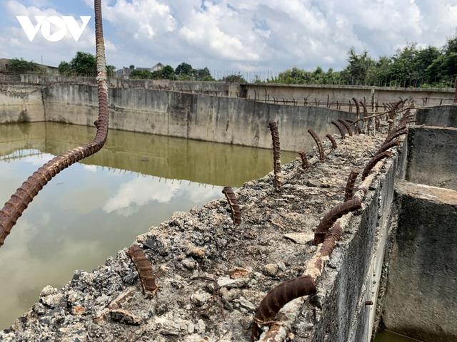 Ảnh: Khu xử lý nước thải hàng chục tỷ chỉ còn là đống hoang tàn, ô nhiễm tràn lan - Ảnh 7.