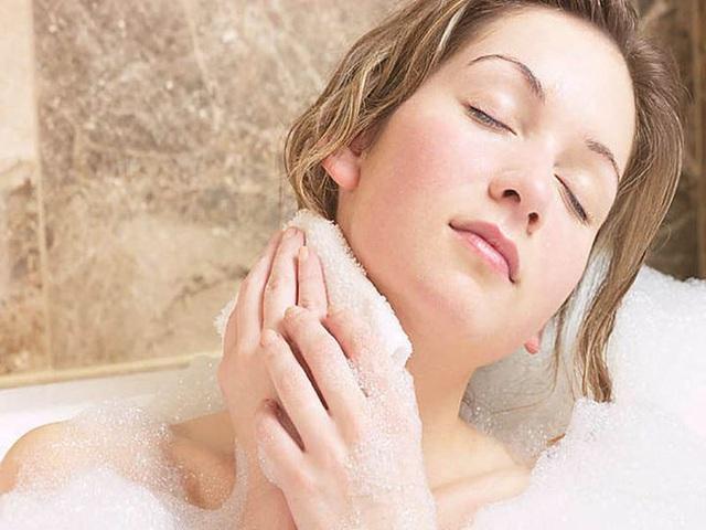 5 thói quen khi tắm không được khuyến khích vì sẽ gây hại cho sức khỏe - Ảnh 2.