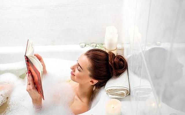 5 thói quen khi tắm không được khuyến khích vì sẽ gây hại cho sức khỏe - Ảnh 3.