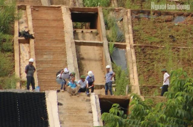 Clip, hình ảnh công trình lắp đặt 11 chữ khẩu hiệu hết hơn 10 tỉ đồng ở Hòa Bình  - Ảnh 11.