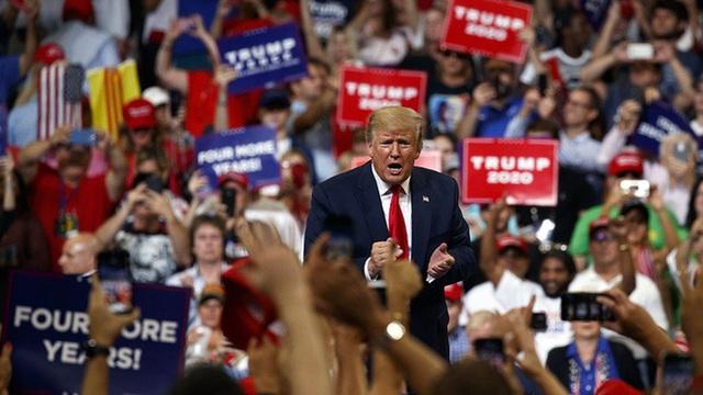 Chỉ số quan trọng tăng đột biến ở bang chiến trường Florida: TT Trump phả hơi nóng vào gáy ông Biden - Ảnh 1.