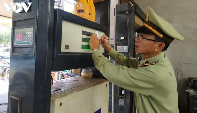 Gian lận kinh doanh xăng dầu có thể bị phạt tới 200 triệu đồng - Ảnh 1.