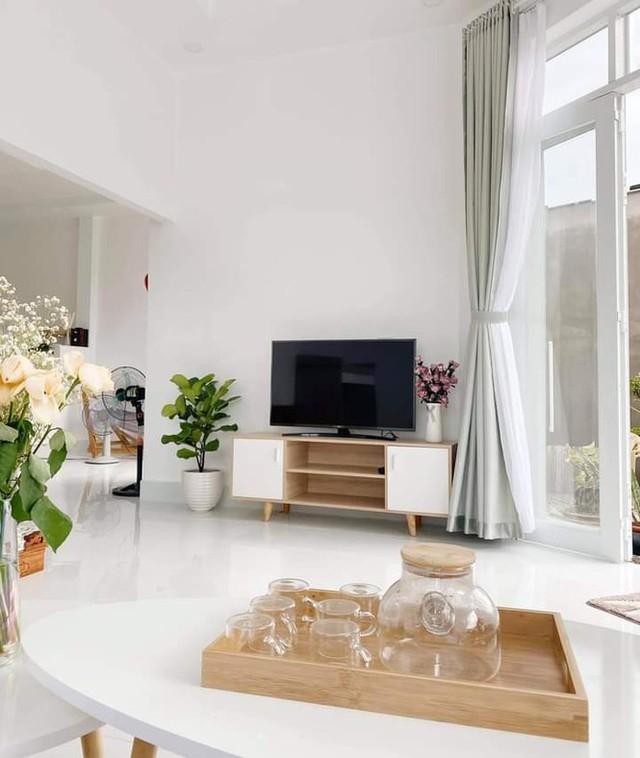Ngôi nhà màu trắng tuyệt đẹp cô gái 25 tuổi xây tặng cha mẹ - Ảnh 7.