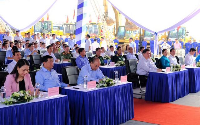 Thủ tướng Nguyễn Xuân Phúc dự lễ khởi công đường cao tốc Bắc - Nam  - Ảnh 2.