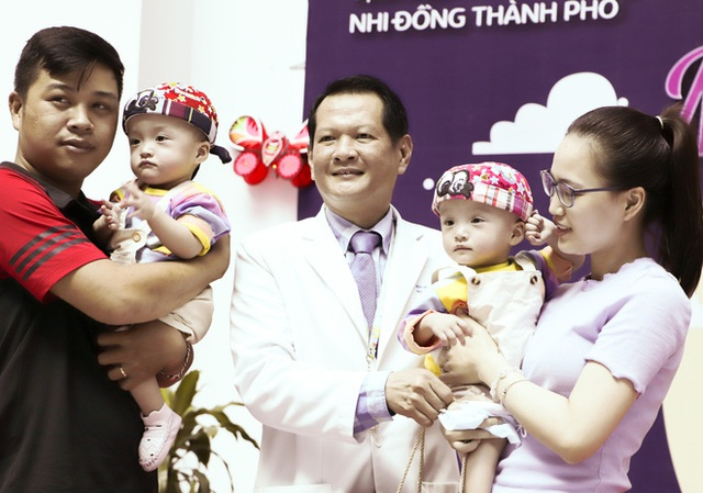 Bố mẹ Trúc Nhi - Diệu Nhi xúc động đón Trung thu đầu tiên với 2 con, tuần sau 2 bé xuất viện về nhà - Ảnh 13.