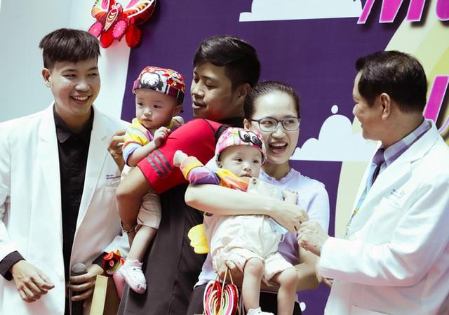 Bố mẹ Trúc Nhi - Diệu Nhi xúc động đón Trung thu đầu tiên với 2 con, tuần sau 2 bé xuất viện về nhà - Ảnh 14.